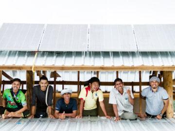 Doing เกาะยาว กลุ่มบังที่ใครก็ว่าบ้า ไม่ได้จบไฟฟ้า แต่จับมือกันสร้างชุมชนด้วยไฟจากแดด