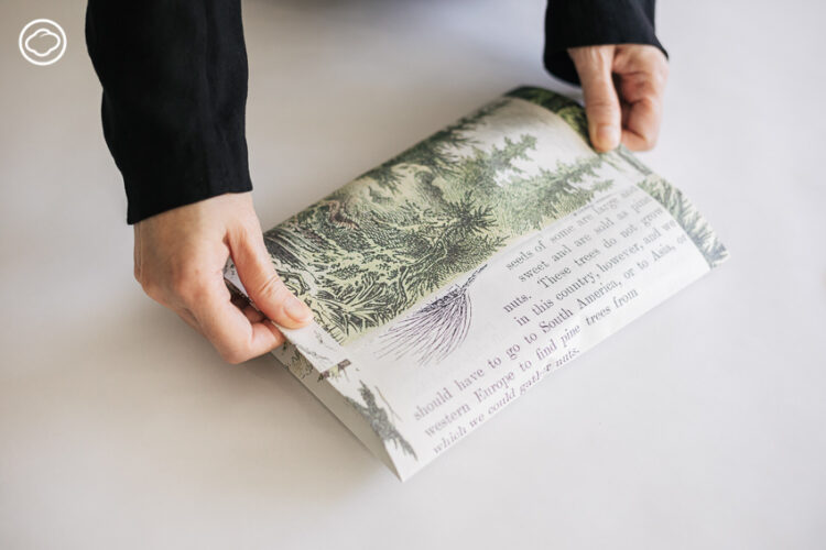 หยิบกระดาษ A4 มาห่อของขวัญ 8 ชิ้น 8 แบบ โดยไม่ง้อเทปกาว กรรไกร หรือไม้บรรทัด