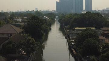 สำรวจคลองลาดพร้าวกับผู้นำชุมชนที่ชวนชาวบ้านลุกขึ้นมาจัดการขยะในน้ำเสีย