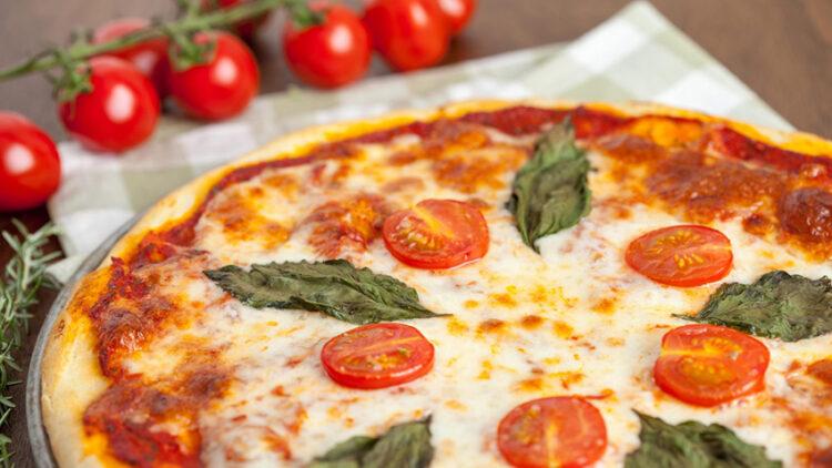 พิซซ่ามาร์เกรีต้า (Pizza Margherita)