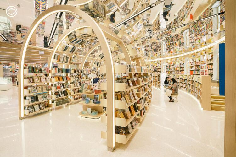 B2S Think Space อุโมงค์หนังสือไซส์ยักษ์กลางเซ็นทรัลชิดลม การพลิกโฉมใหม่ของร้านหนังสือกลางห้าง
