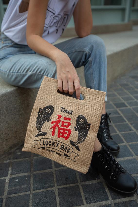 กระเป๋าโชคดีลายสนุกแบรนด์ 'Bangkok Tales' รับทรัพย์รับปีใหม่