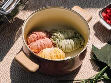สอนทำบะหมี่ไข่ บะหมี่ผัก บะหมี่จากสีดอกไม้ แบบง่ายและปลอดภัย