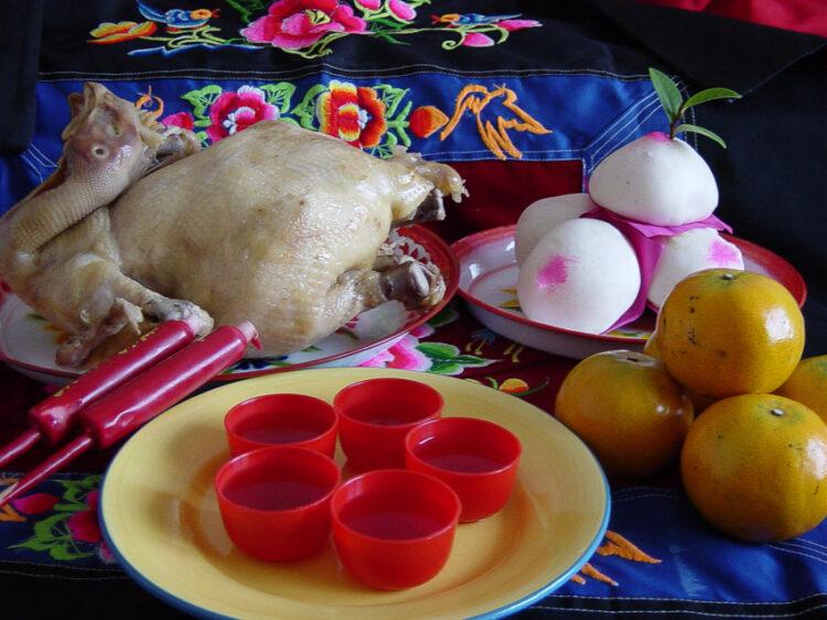 อาหารไหว้เจ้าที่และบรรพบุรุษ จากรุ่นอาม่าทำ สู่รุ่นเครื่องเซ่นไหว้สำเร็จรูป