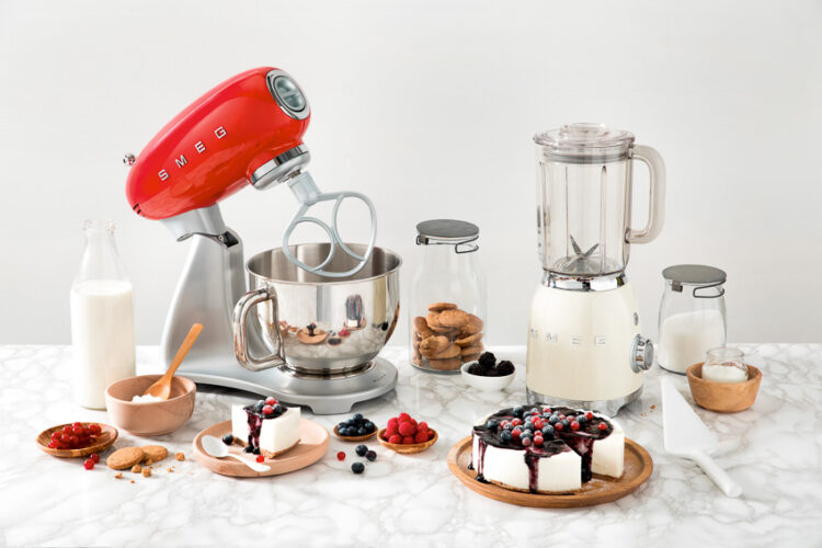 13 เรื่อง SMEG แบรนด์เครื่องใช้ไฟฟ้าในครัวที่ไม่ได้มีดีแค่สวย แต่ออกแบบให้แก้ปัญหาผู้ใช้