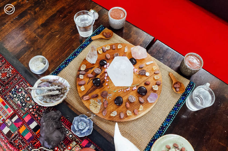 Cacao Ceremony : พิธีกรรมบำบัดจิตใจที่ใช้โกโก้เป็นสื่อ แบบชนเผ่ามายาโบราณ