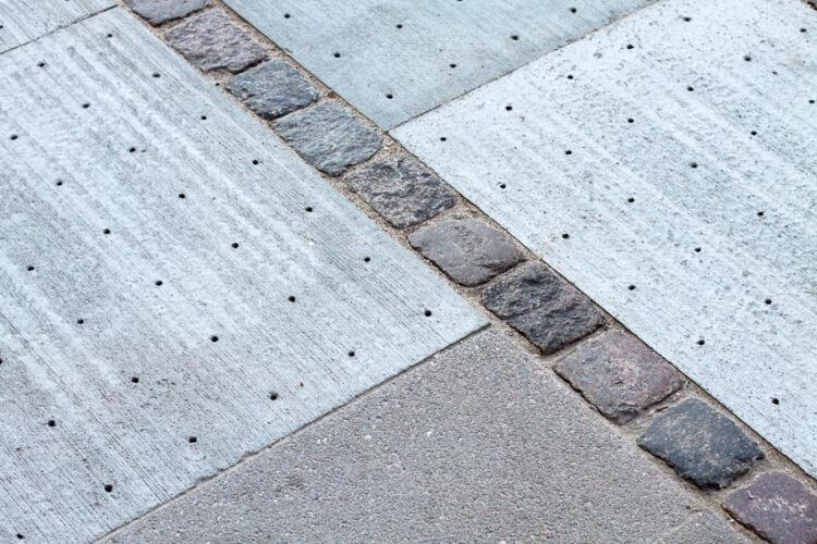 Climate Tile แผ่นปูทางเท้าระบายน้ำได้ ลดปัญหาน้ำท่วมเมืองและเพิ่มพื้นที่สีเขียว