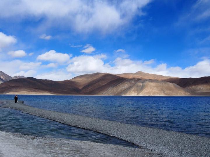สาวลุยเดี่ยวเที่ยว Leh นอนโฮมสเตย์ ขับรถขึ้นหุบเขา และชมวิวทะเลสาบที่สูงที่สุดในโลก