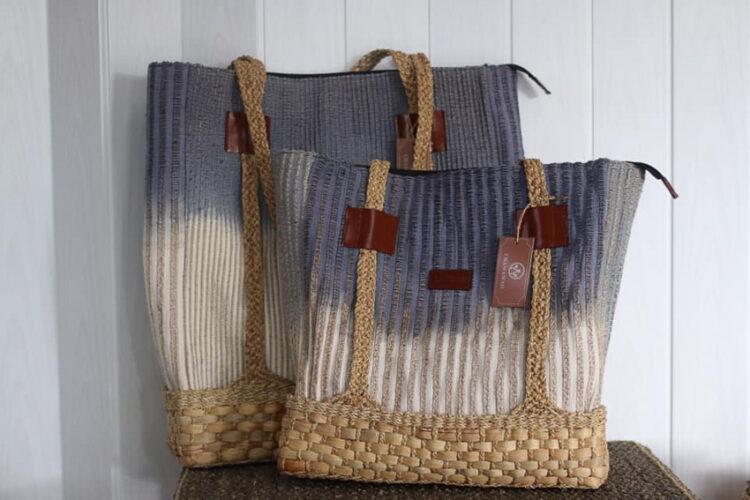 กระเป๋าจากผักตบชวาสีธรรมชาติจากชวาวาด ของขึ้นชื่อเมืองพะเยา