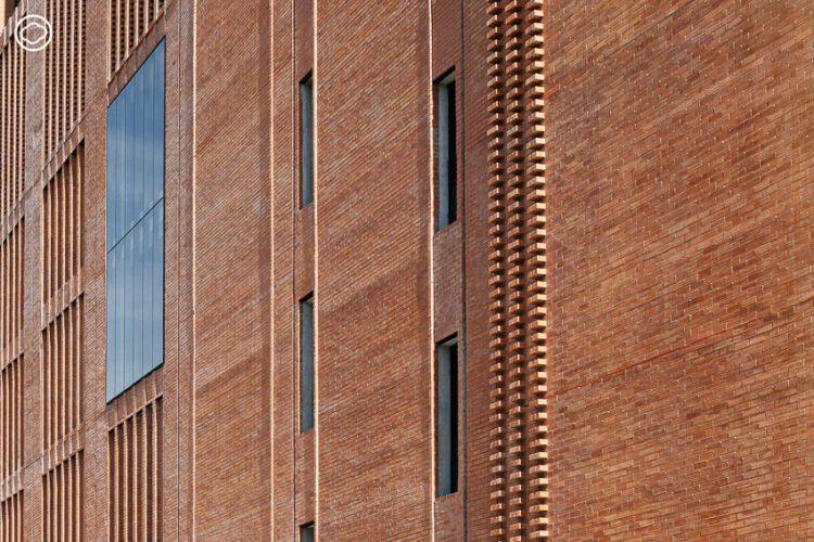 ตึก AUA ใหม่ในร่างอิฐ 1.7 ล้านก้อน ไม่ใช่แค่โรงเรียนสอนภาษา แต่เป็นพื้นที่ศิลปวัฒนธรรม