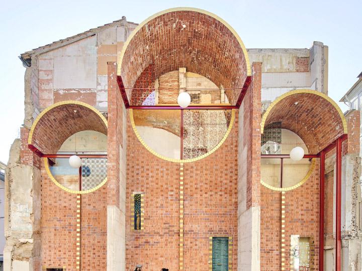 เปลี่ยนซากบ้านเก่าเป็นพื้นที่สาธารณะให้คนสเปนเปิดตลาด จัดคอนเสิร์ต และใช้งานตามใจนึก