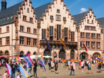 เดินขบวนทิพย์ในงาน CSD Frankfurt ขบวนพาเหรดรถยนต์เพื่อความเท่าเทียมทางเพศของ LGBTQ+
