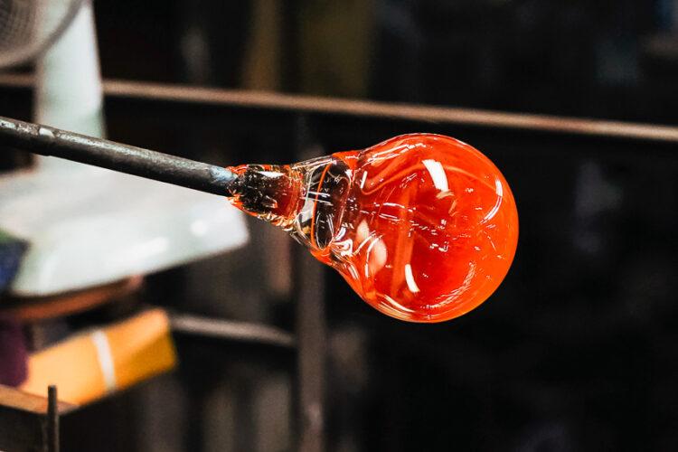 ทายาทรุ่น 3 Eastern Glass ฝ่าโควิดเปลี่ยนโรงงานแก้ว 66 ปีเป็นร้านขายแก้วหมื่นแบบและคาเฟ่