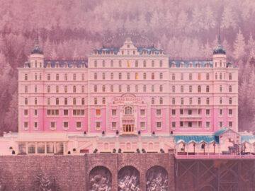 สิ่งที่ Wes Anderson บอกเล่าผ่านสถาปัตยกรรมโรงแรม The Grand Budapest Hotel