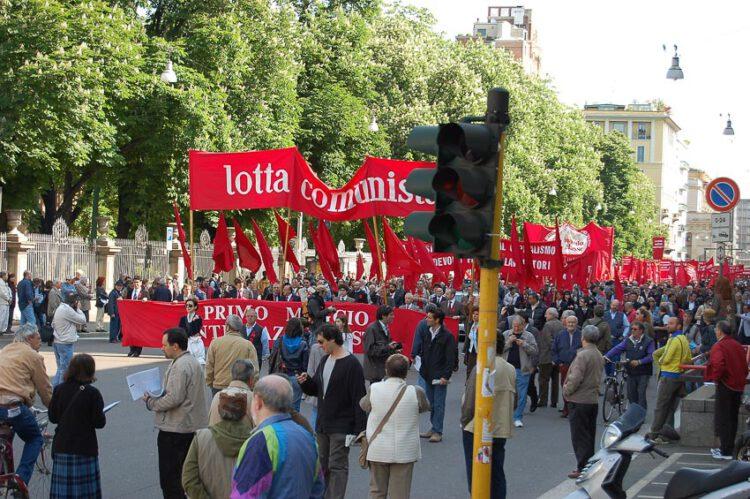 Maggio พฤษภาคมของอิตาลี เดือนแห่งกุหลาบ วันแรงงาน รถโฟล์กเต่า และนโปเลียน