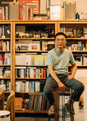 10 ปีแห่งความทรงจำของสันติ ลอรัชวี ศิลปิน นักออกแบบกราฟิกที่กลั่นเป็นนิทรรศการ MemOyuU