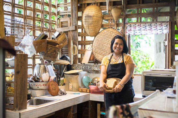 แอน-ศศิธร คำฤทธิ์ สตูดิโอห่อจย่ามา ร้านอาหารและร้านชำที่นำวัตถุดิบปลอดภัยทั่วไทยมาไว้ที่บ้านดินเชียงใหม่