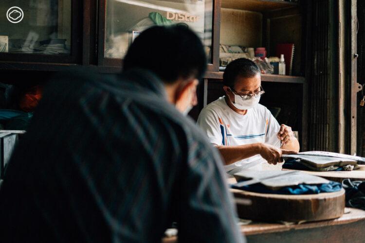 อนันต์ จิรกิตตยากร ทายาทร้านฉลุโลหะเจ้าสุดท้ายในเจริญกรุง เจ้าของผลงานแผ่นทาสีกระสอบข้าวยันข้อความบอกทางข้างรถเมล์