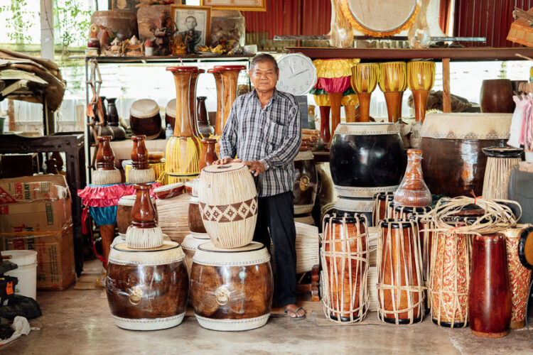 บ้านกลองลุงเหลี่ยม, บ้านช่างกลองที่รักดนตรีไทยและทำกลองมากกว่าหมื่นใบ