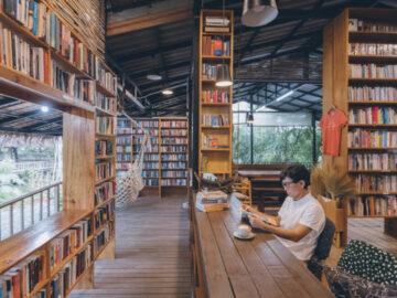 Booktree Library Cafe ห้องสมุดในกระท่อมไม้ในชุมชนเล็กๆ จ.ภูเก็ต ของหมอฟันกลับบ้าน