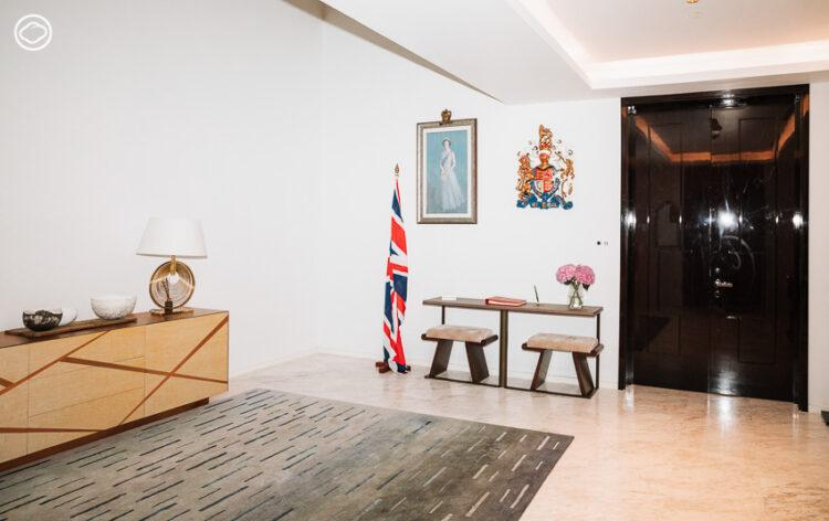 เปลี่ยนเศษไม้ใหญ่ในสถานทูตอังกฤษเดิม เป็นเฟอร์นิเจอร์ฝีมือนักออกแบบไทย