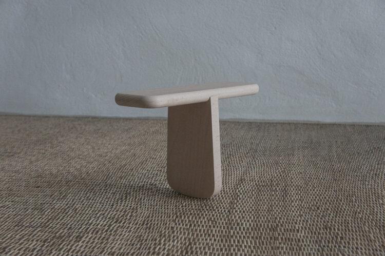 T-Stool เก้าอี้ที่ออกแบบมาเพื่อจบปัญหานั่งคุกเข่า