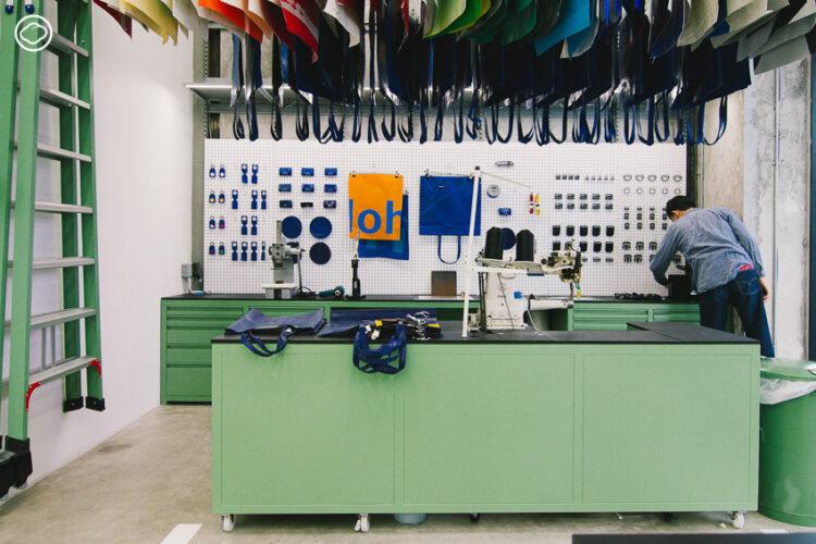 ผลงานออฟฟิศสถาปนิกไทย Supermachine Studio ร่วมกับ FREITAG ออกแบบ Flagship Store ให้แบรนด์กระเป๋าจากผ้าใบรถบรรทุก