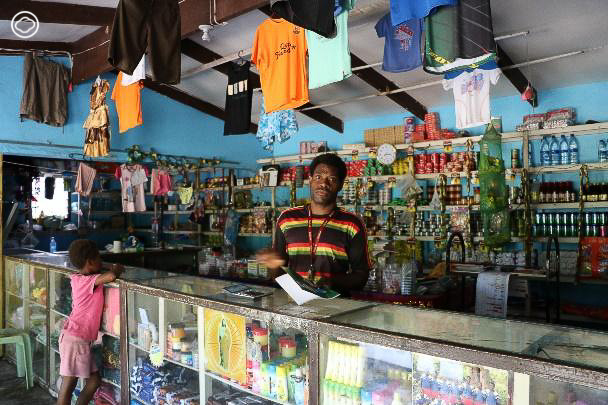 เที่ยววานูอาตูแต่ดันกลายเป็นคุณครูจำเป็น ทำเอาชาวบ้านกรี๊ดทั้งเกาะเพราะมาจากไทย