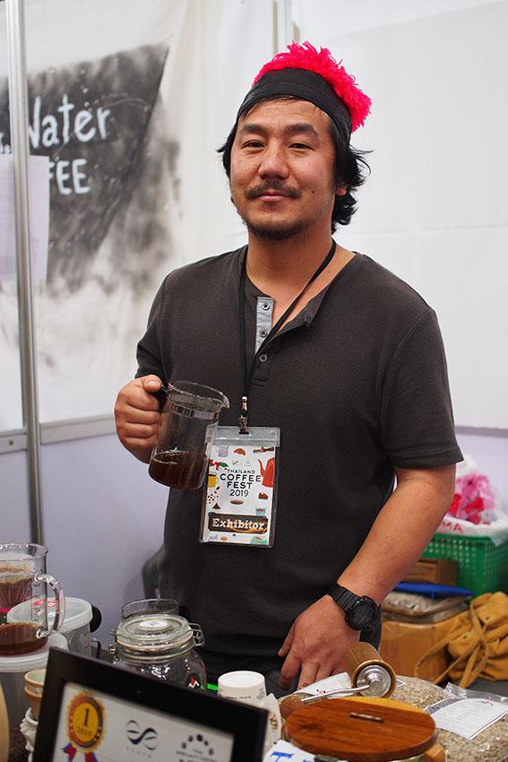 ชาตรี แซ่ย่าง ผู้ชนะการประกวด Thailand Specialty Coffee Awards ปี 2019 ชายชาติพันธุ์ม้งผู้เติบโตมากับกาแฟ ฝาก 'กาแฟขุนช่างเคี่ยน'