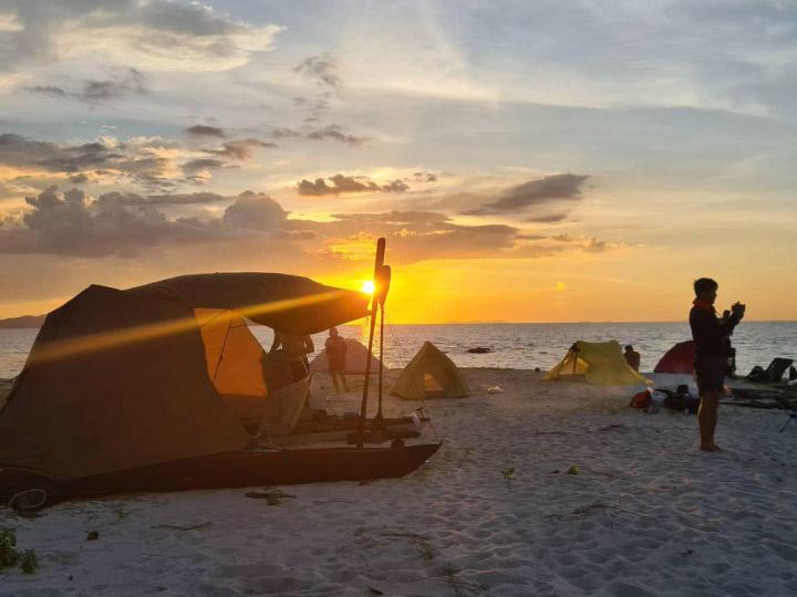 วิธีพายคายัคออกทะเลไปตั้งแคมป์ริมหาด เที่ยวธรรมชาติแบบรับผิดชอบต่อโลก