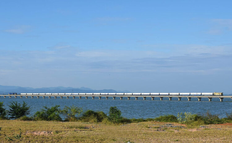 รถไฟลอยฟ้าลพบุรีและของดีสถานีโคกสลุง เที่ยวรอบเขื่อนป่าสักฯ อย่างคนรักรถไฟและชุมชน