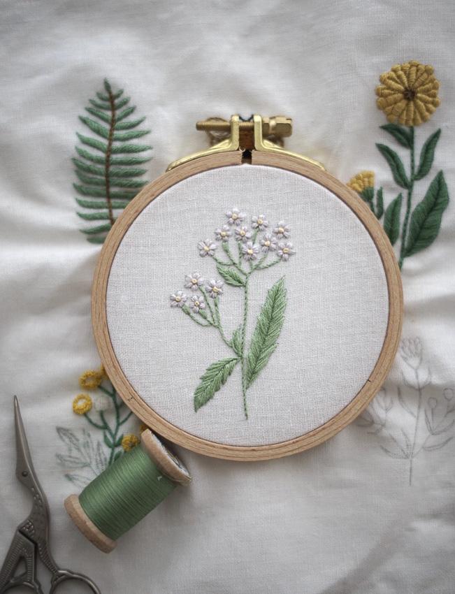 แบบฝึกหัดปักผ้าลายดอกไม้ ที่พาใจพิชิตความเครียด