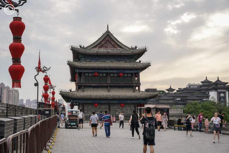 นักศึกษาทันตแพทย์เดินทางตามฝัน 'ตามรอยเส้นทางสายไหมโบราณ' จากซีอานถึงจางเย่ เมืองจีน