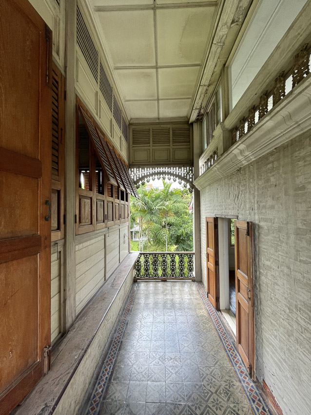 สวมบทนักสืบสถาปัตยกรรมผสมผสานสมัยรัชกาลที่ 5 - 6 ที่บ้าน ณ นาวี หรือ Château William บ้านโบราณทรงคุณค่าในกรุงเทพฯ