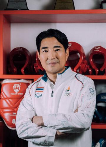 """""""ให้ชีวิตฝึกสอนเรา"""" ปรัชญาชีวิตของโค้ชเช ผู้ทุ่มเท 20 ปีเพื่อพานักกีฬาไทยสู่เหรียญทอง"""