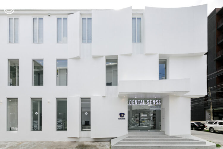 เมื่อทันตแพทย์หญิงผู้หลงใหลสถาปัตย์เจอสถาปนิก Pommballstudio ร่วมสร้างคลินิกทันตกรรมที่ใส่ใจดีไซน์ ฟังก์ชัน และศิลปะ