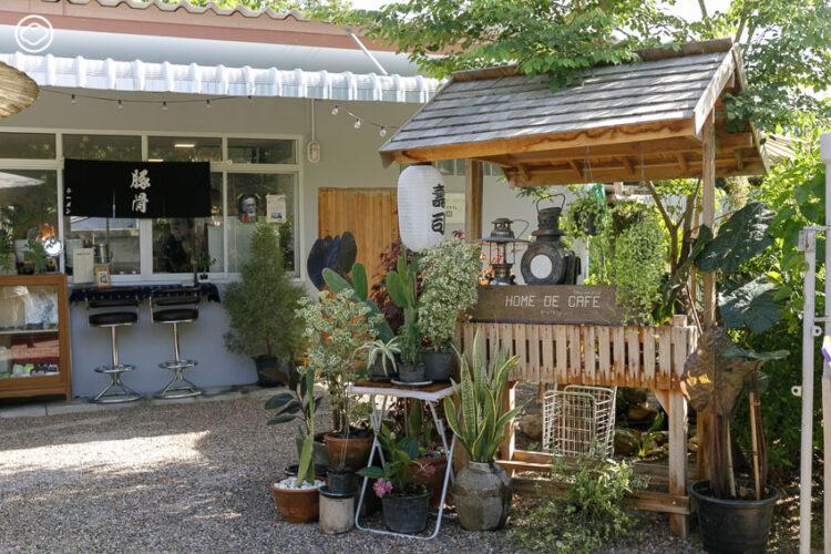 HOME De CAFE, ร้านอาหารกึ่งคาเฟ่หน้าบ้านที่ตั้งใจเสิร์ฟงานศิลปะ