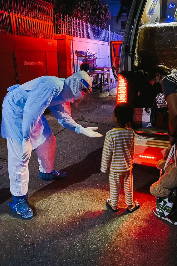 ซองดูฮีจากคนจนสุดในหมู่บ้าน สู่ YouTuber ศรีสะเกษเงินล้าน เคยติดโควิด และอาสาพาผู้ป่วยโควิดกลับอีสานไปรักษาตัว