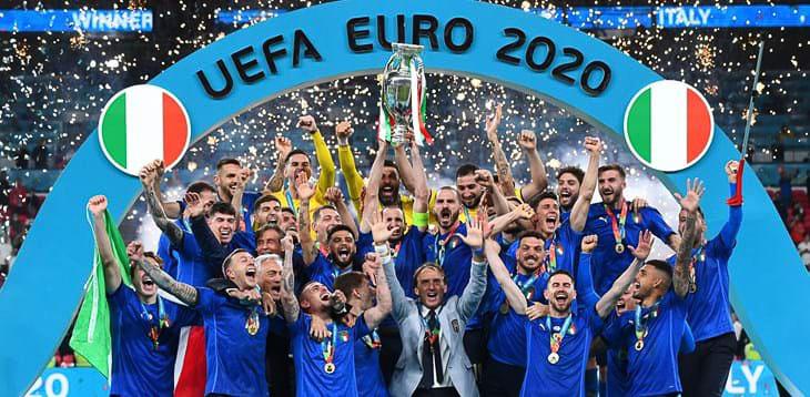 ทีมฟุตบอลอิตาลีกับชัยชนะบอลโลกครั้งล่าสุด ภาพ : www.huffingtonpost.it