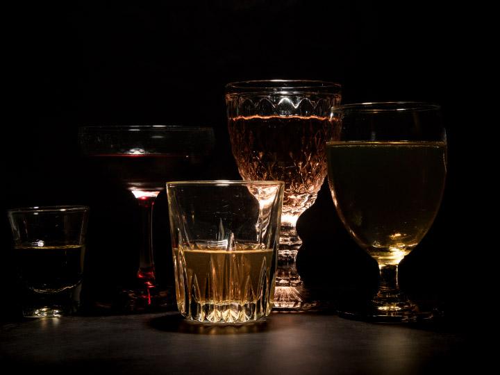 เรื่องมึนงงของสิ่งมึนเมา การควบคุมวัฒนธรรมการดื่มที่มีปัญหาเป็นความสากลของโลก