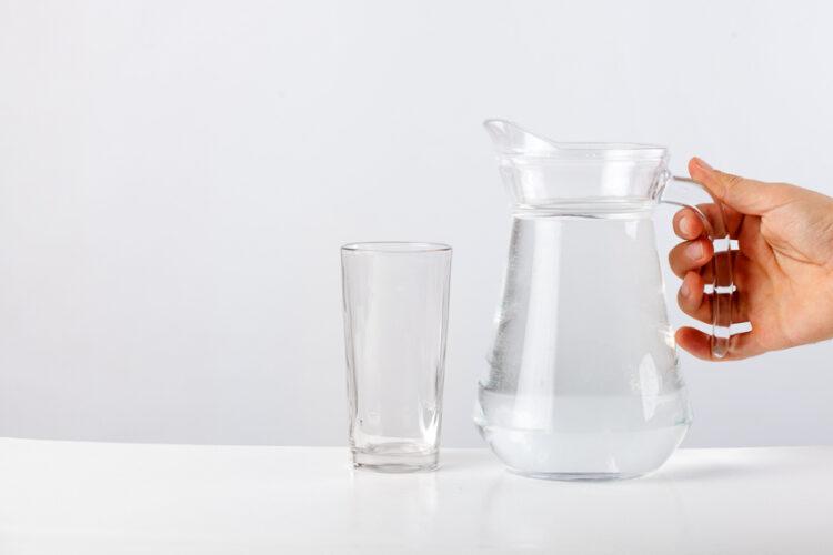 วิธีทำน้ำด่าง น้ำดื่มสารพัดประโยชน์ที่ใช้แค่ถ่านไม้กับน้ำสะอาด