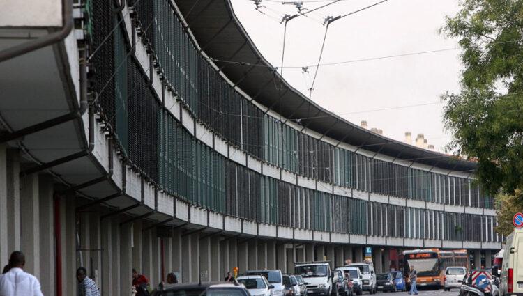 สถาปัตยกรรมเด่นของเมืองโบโลญญา เมื่อกฎการสร้างทางเดินสาธารณะใต้ที่อยู่ ทำให้เกิดระเบียงยาวๆ ทั่วบ้านทั่วเมือง