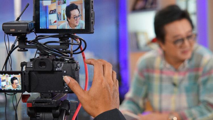 เส้นทางกว่า 30 ปีของวิทวัจน์ พิธีกรผู้บุกเบิกวาไรตี้ทอล์กโชว์เมืองไทย ชื่อสั้น : โลกทีวีของวีที
