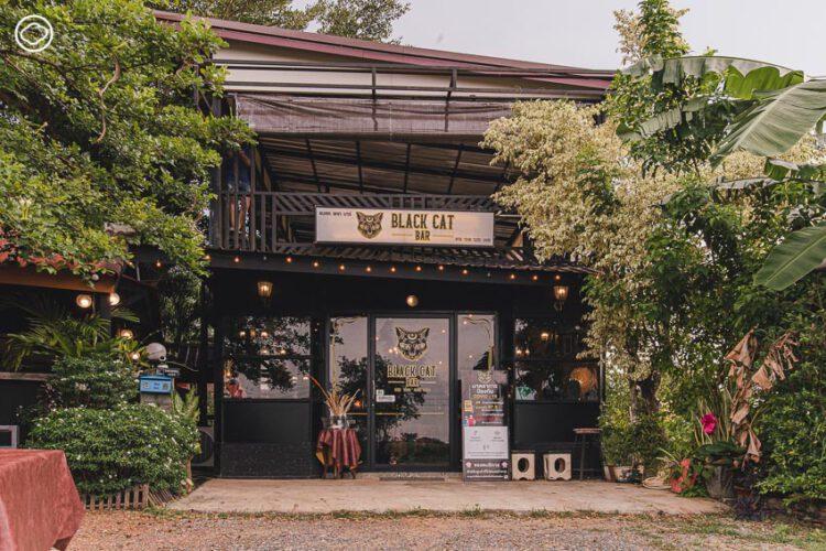 Black Cat Bar , ร้านอาหารและบาร์กลางท้องทุ่งที่ทำให้สระแก้วคึกคัก