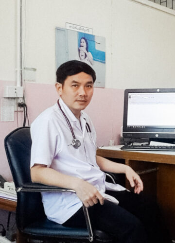 """หมอเอ็นจีโอ นพ.สุภัทร ฮาสุวรรณกิจ """"หมอที่ดีต้องรักษาคนไข้ ไม่ใช่รักษาโรค"""""""