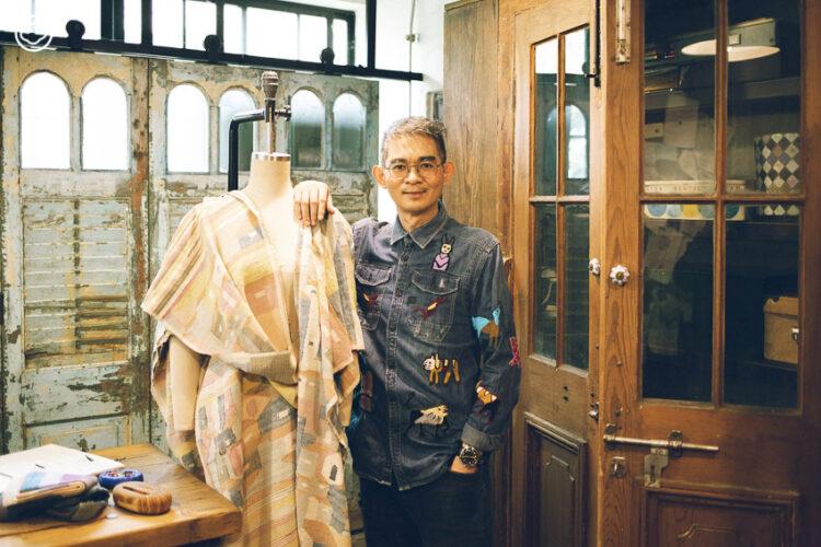 ธีระ ฉันทสวัสดิ์ นักออกแบบเพื่อพัฒนาชุมชนที่พาสินค้า OTOP ทั่วไทยไปถึงจีน ญี่ปุ่น อิตาลี