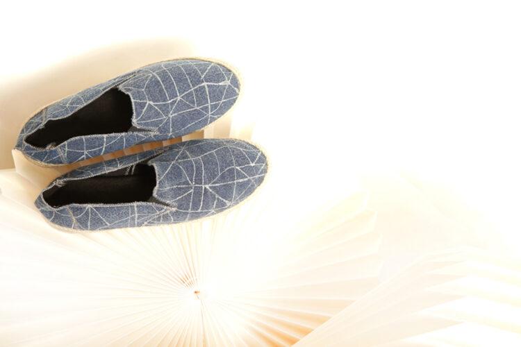 ภาพผลงานรองเท้าเจ้าปัญหาที่ชาวเขาไม่ยอมเย็บ แต่เป็นความทรงจำสำคัญของต่าย