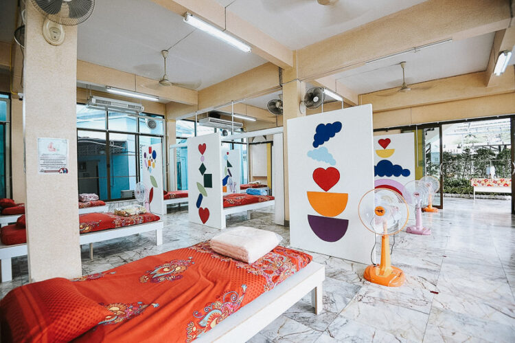 ศูนย์แยกกักตัวผู้ป่วยที่มัสยิดเนียะมะตุลลอฮ์ การรวมใจออกแบบโดย Design for Disasters