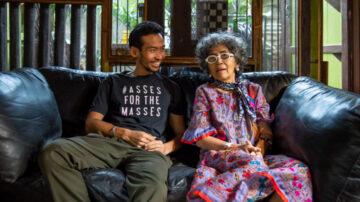 70YoungTeaw : ลูกชายที่เยียวยาแม่ป่วยอัลไซเมอร์ด้วย แฟชั่น ภาพถ่าย และอินสตาแกรม