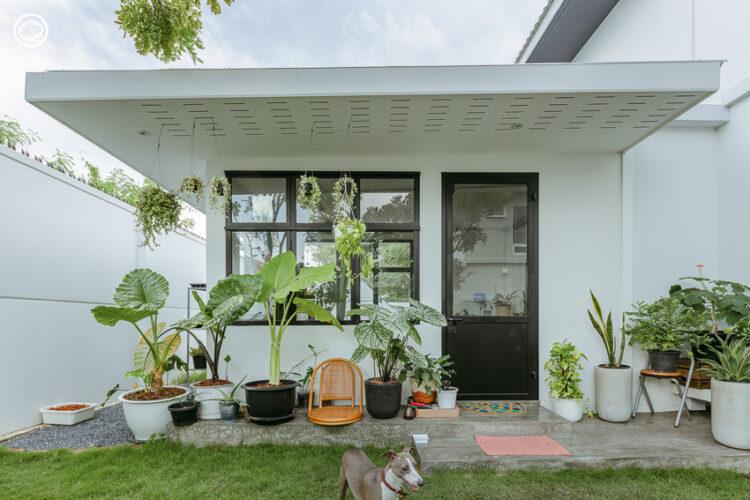 บ้านใหม่ที่หยิบจับของเก่าเก็บหลากสไตล์มาจัดแบ่งพื้นที่อยู่อาศัยและพื้นที่ทำงาน จนใครๆ ก็ทักว่าเป็นบ้านของทั้งคู่จริงๆ